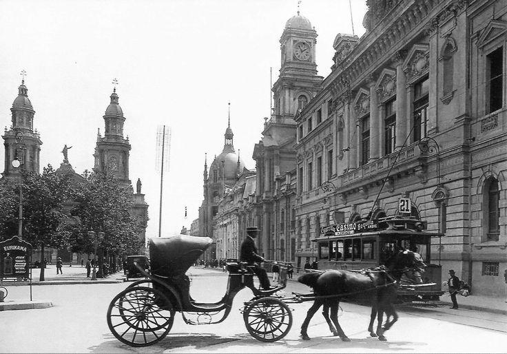 Chile, Santiago. Vista parcial Sector Plaza de Armas de Santiago, Catedral, Edificio Correos Central, Municipalidad, Intendencia. Año 1915