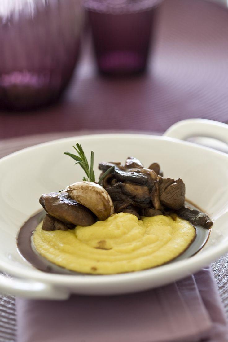 2 porções 150 g de filé-mignon em cubos 100 g de shiitake; 50 ml de vinho branco ou tinto; 3...