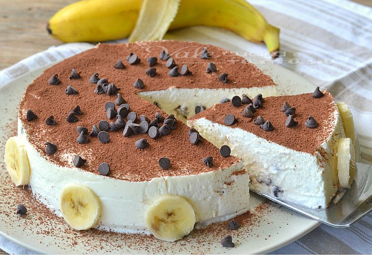 Semifreddo con yogurt alla banana e gocce di cioccolato