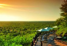 3 Day Victoria Falls Tour - This quick tour to Victoria Falls takes up just 3 days / 2 nights, and is ideal for the traveller pushed for time. Perhaps on a business trip, or as a space filler at the end of your South African holiday. A visit to Chobe is also a possibility if you have an extra night at hand - either way Victroria Falls is one of the 7 wonders of the world and is a definitely a must see if you find yourself in the Southern end of the African continent!