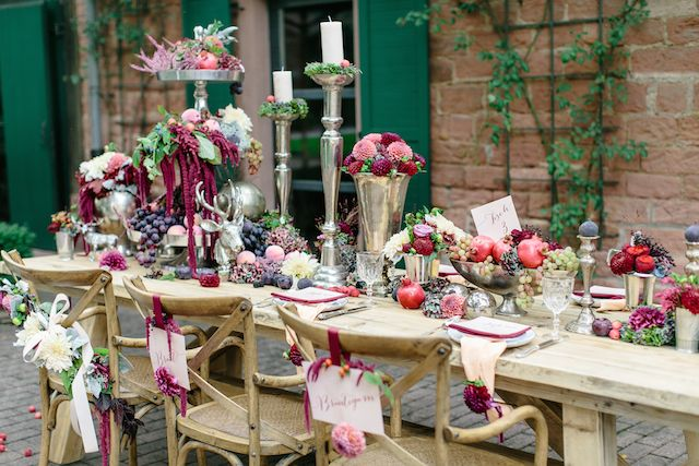 Berry hued autumn wedding tablescape | Julia Winkler Photography | see more on: http://burnettsboards.com/2014/11/berry-autumn-wedding-inspiration/