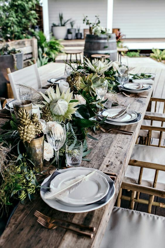 Idea for hodgepodge table scape