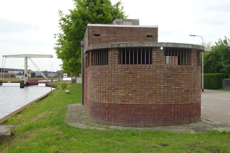Tilburg: pomphuisje langs het Wilhelminakanaal