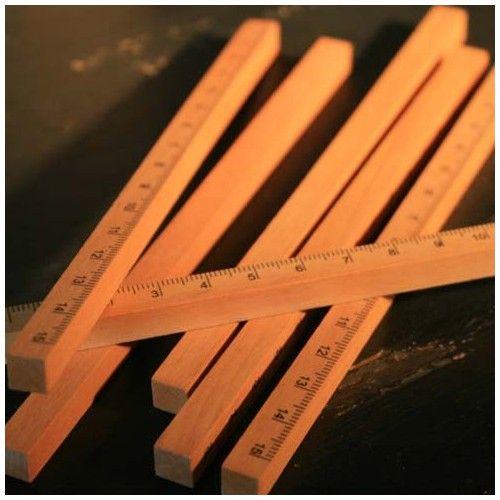 Règle en bois carré