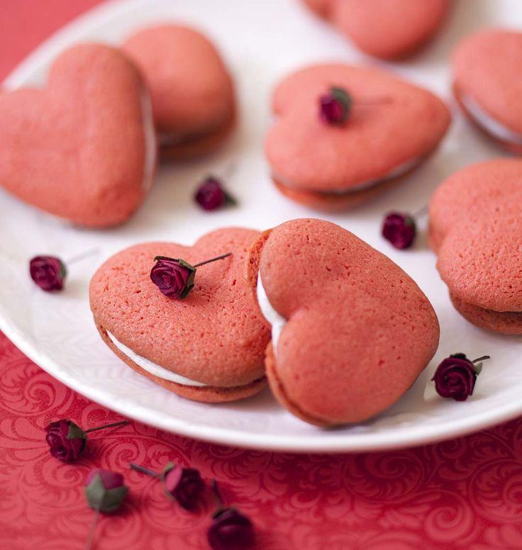 Comblez votre amoureux avec des whoopie pies tout rouges spécial Saint-Valentin. A voir aussi : toutes nos recettes en forme de coeur !