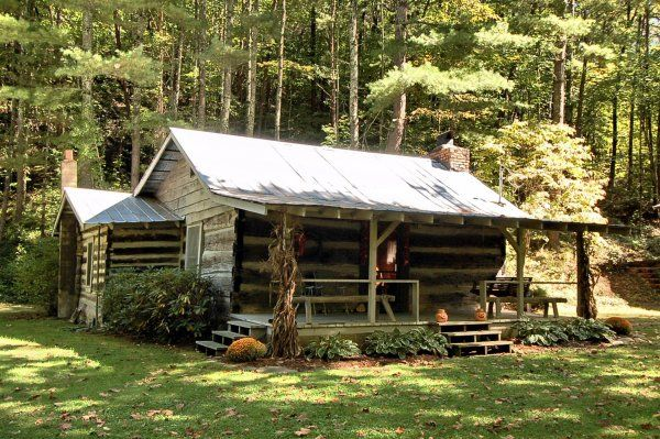 300-Year-Old Western Log Cabin in North Carolina