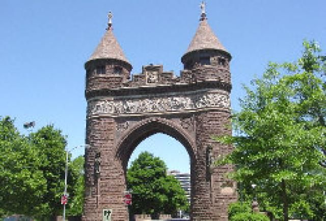 Soldiers and Sailors Memorial Arch Photo - © 2004 Kim Knox Beckius