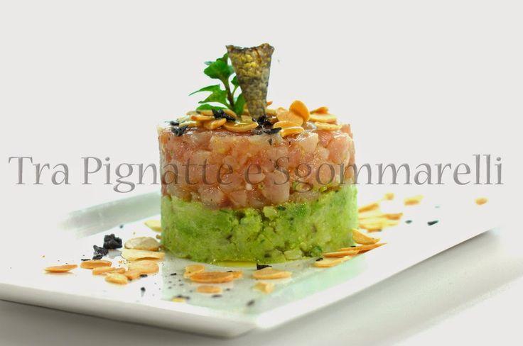 Tartare di ricciola con guacamole di broccolo romanesco, mandorle tostate al sale di Cervia e fiocchi di sale nero   Tra pignatte e sgommarelli