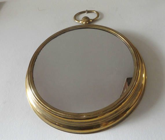 Gouden grote bolle spiegel ontworpen als zakhorloge / art deco
