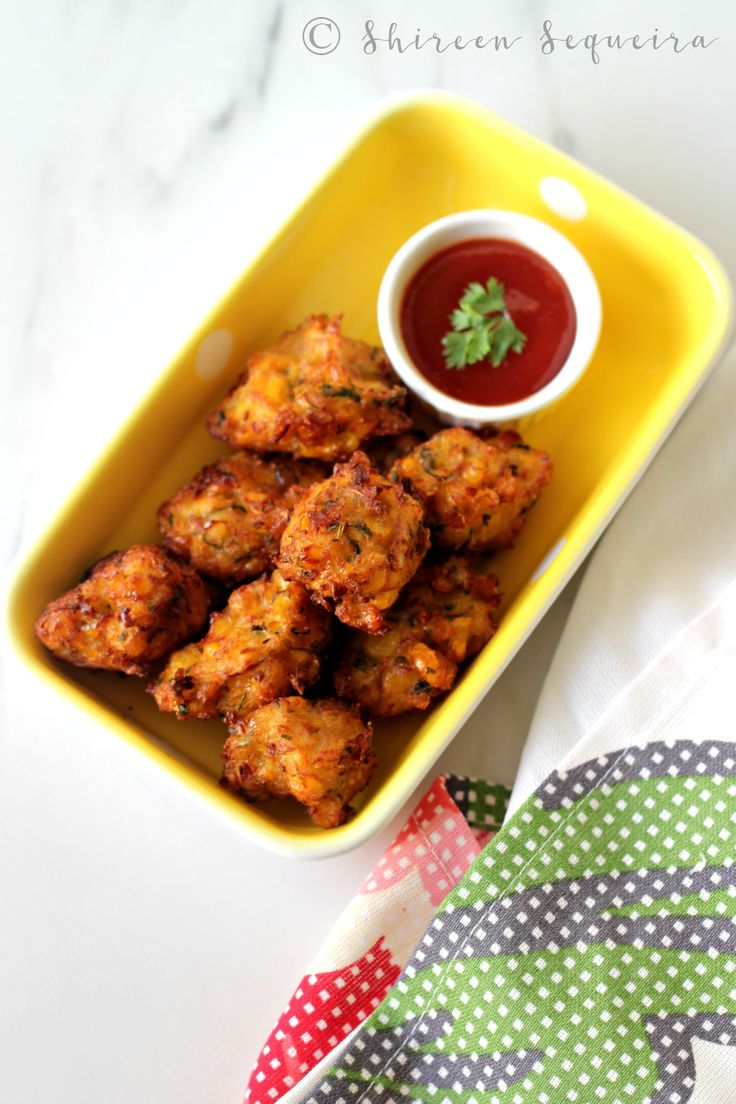 We have many fans of corn at our place. Steamed corn on the cob is generally what everyone prefers as the hubs buys a pack or two when he goes to the market. Our kids love freshly steamed corn slathered with Amul butter and sprinkled with some chilli powder and lime juice. I don't generally...