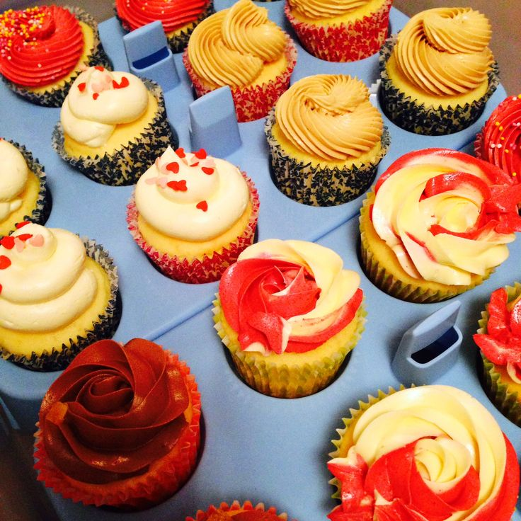 Setting up at a Market Stall...some of our Vanilla & Raspberry, Jaffa, Salted Caramel & Red Velvet Cupcakes ready to decorate the stand #CoutureCrumbs