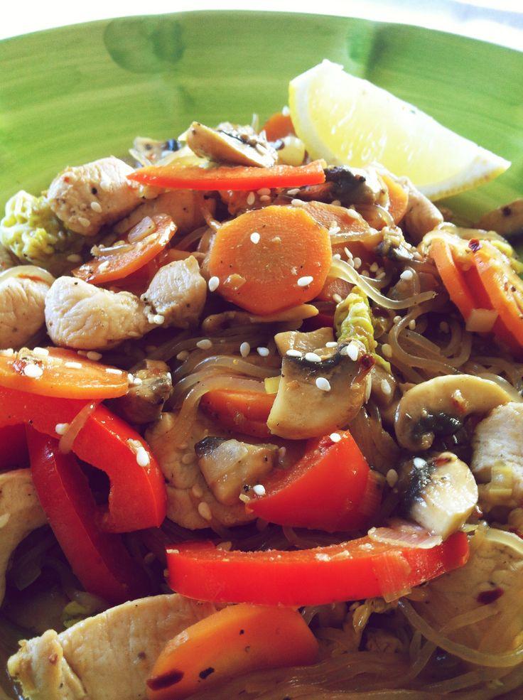 Stark kalorisnål wok med shiratakinudlar