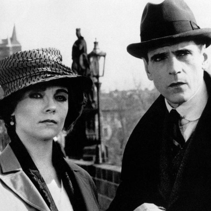 "Jeremy Irons y Theresa Russell en ""Kafka, La Verdad Oculta"" (Kafka), 1991"