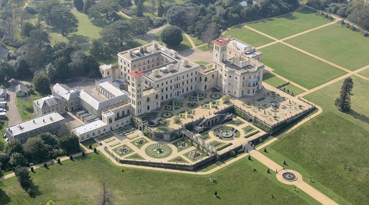 Osborne House, Isle of Wight. Osborne House is a former royal residence in East Cowes, Isle of Wight, UK. The house was built between 1845 and 1851 for Queen Victoria and Prince Albert as a summer home and rural retreat.