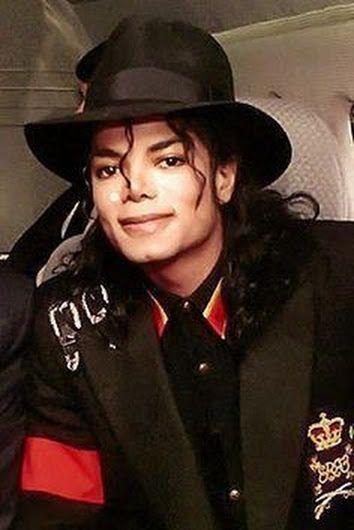 Michael Jackson <3 He looks happy here, one of my fav pics of MJ. :)