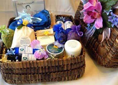 Condolences Spa Gift Basket: Often it is difficult for people to find the right words to express ones feelings. Show your thoughts and prayers are with a friend or family member in their time of grief. Both comforting and beautiful, the condolence gift basket will help to heal, relax and renew.  http://www.blissfulbalance.com/condolences-gift-baskets/