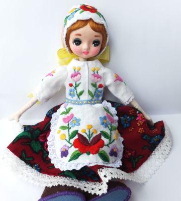 ポーズ人形にハンガリー刺繍の衣装を作ってみました。