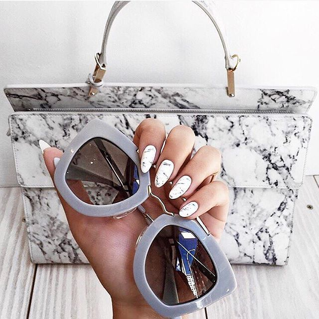 Mani Monday  Head on over to @bloglovin_beauty for more beauty inspo! | : @lexiconofstyle