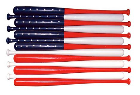 Em homenagem a quatro de julho deste ano, eu estou compartilhando com vocês algumas interpretações artísticas da bandeira nacional dos Estados Unidos.  bandeira americana feita de bastões de beisebol Cooperstown cortadas ao meio para montagem na parede.