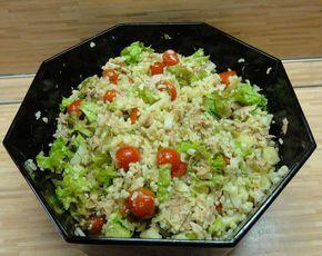 Nabízím recept na salát z bulguru, který přijde vhod jako lehký oběd nebo večeře v parných letních dnech. Bulgur se vyrábí z nalámaných