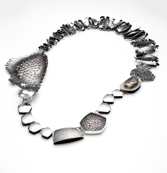 Maxime Proulx  _   Trésor marin, 2012, Collier  _  Argent sterling, opale boulder, or 22 ct, résine, corail
