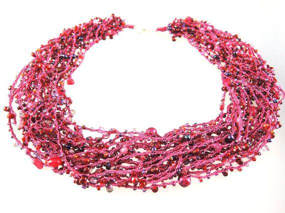 Gehaakte ketting ketting roze fuchsia magenta rood door Biggibeads