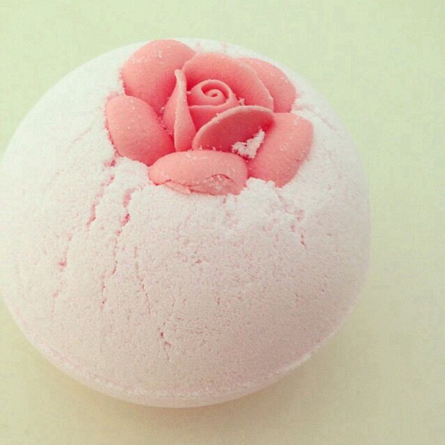 Lush bath bombs are the best♡