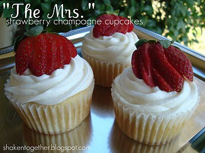 strawberry champagne cupcakes: Cupcake Rosa-Choqu, Cupcake Now, Yummy Cupcake For Valentine, Valentine Day Treats, Champagne Cupcakes, Shaken Together, Yummy Treats, Champagne Cupcake Recipe, Strawberries Champagne Cupcake