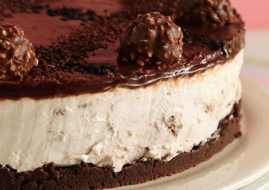 Cheesecake με Ferrero... Γλυκάκι κανείς?