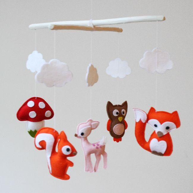 Babykamer #mobiel met vilten dieren uit het bos #Essies