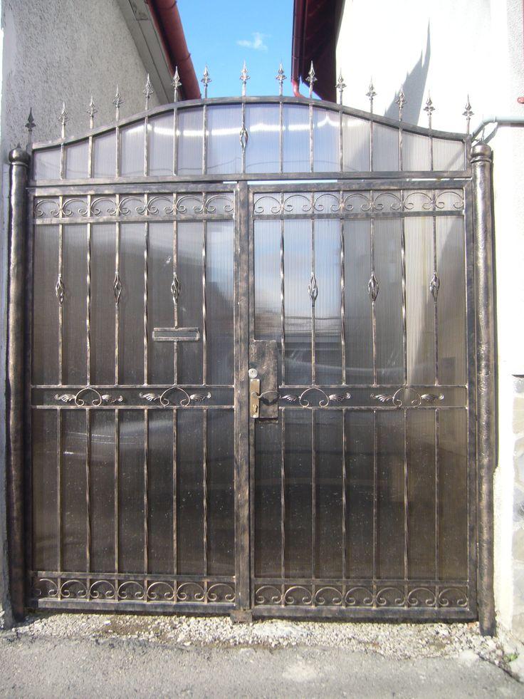 Poarta batanta cu poarta pietonala incastrata  Model PB28