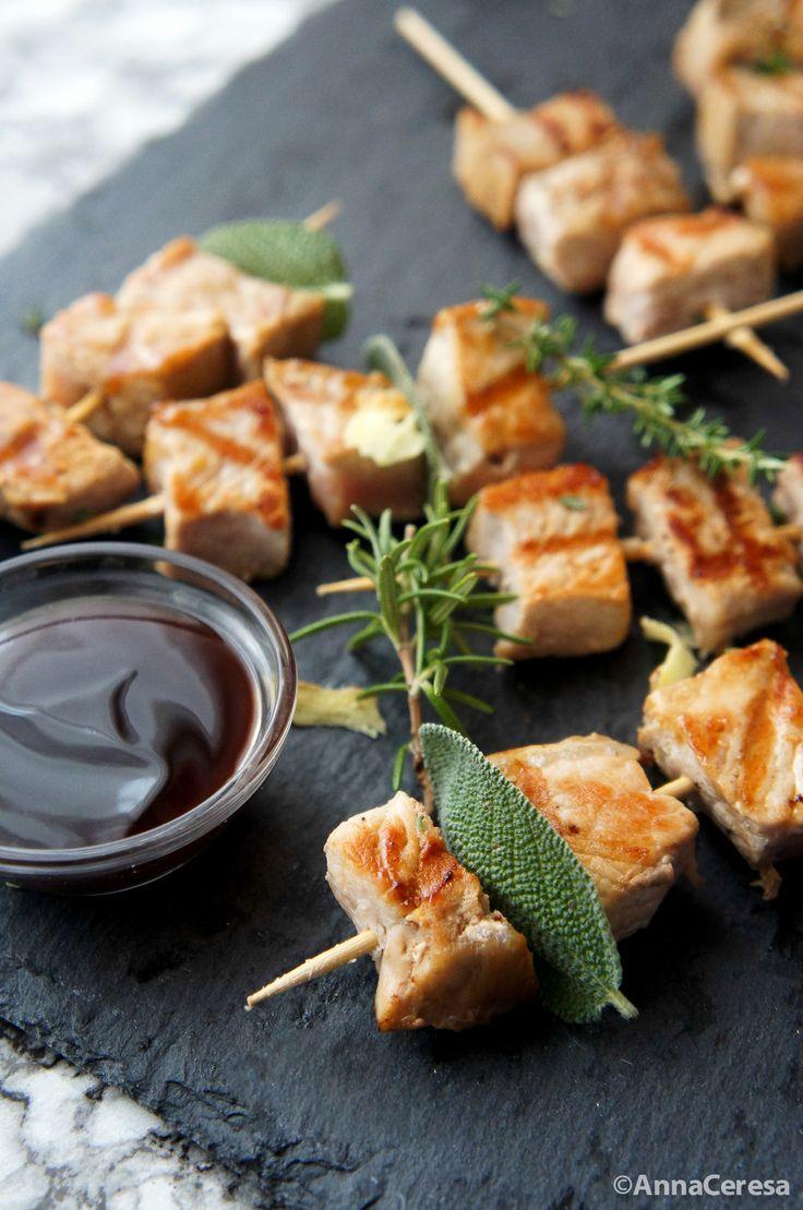 Spiedini di maiale / Pork skewers with teriyaki sauce ©AnnaCeresa
