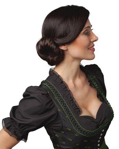 Der Dutt kommt immer gut, auch zum Dirndl! Wir finden diese seitliche Variante besonders entzückend - einfach die Haare zur Seite kämmen, einen Zopf binden und diesen über ein Haarkissen drapieren, fertig ist die Dirndl-Frisur...
