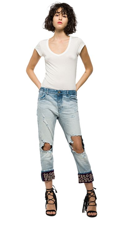 Boyfriend jeans with decorated turn-ups