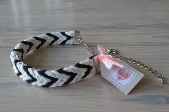 Ply split bracelet. Gevlochten armband zwart wit met bedel