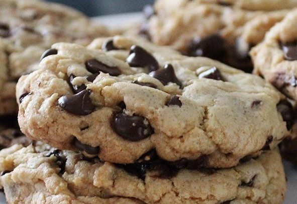 Cookies são uma delícia cookies gigantes são melhor ainda! Digite 'cookies gigantes de chocolate' na busca do site para a receita ;) #receitas #receita #cookies #cookie #biscoito #bolacha #chocolate #yummy #yum #food #instafood #delicious #delicia #comida #lanche #amo #amocozinhar by allrecipesbrasil