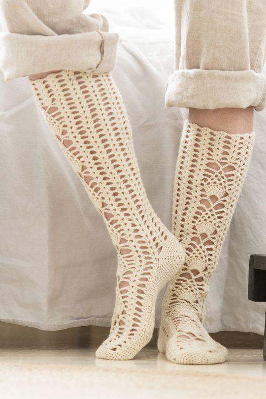 Virkatut pitkävartiset sukat