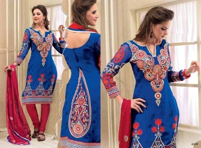 Mulher com roupa indiana punjabi                                                                                                                                                                                 Mais