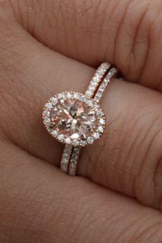 Oval halo diamond with rose gold and simple band - PERFECT