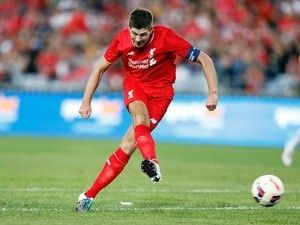 """Steven Gerrard tells academy starlets to be """"obsessed"""" with Liverpool"""