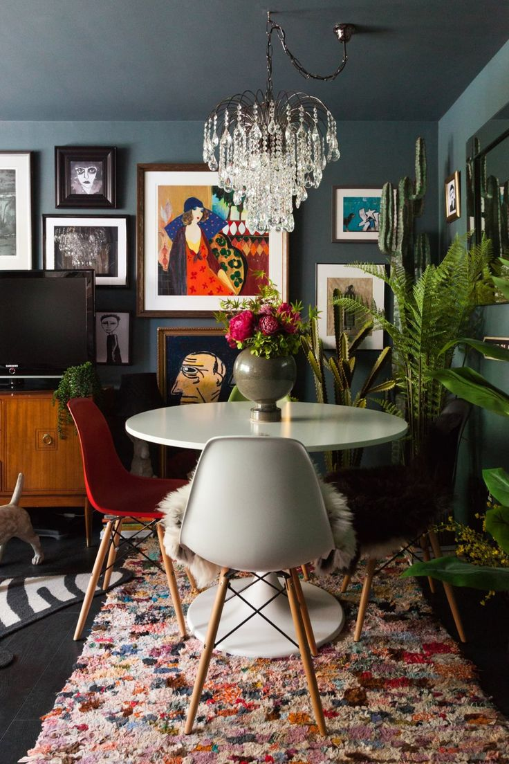 A Dramatic, Maximalist London Flat Is Dark, Eclectic, and Cool