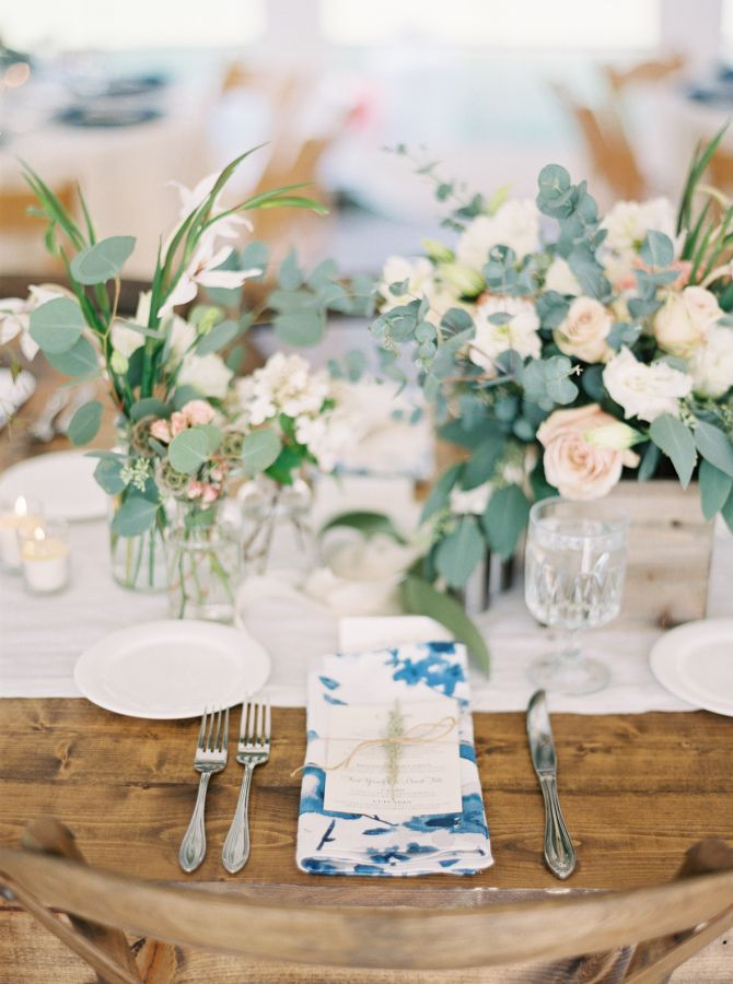 Ranch-style wedding: http://www.stylemepretty.com/2017/02/09/romantic-montana-ranch-wedding-with-to-die-for-views/ Photography: Orange Photographie - http://orangephotographie.com/