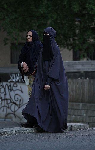 Niqabi in Voluminous Abaya, Norway