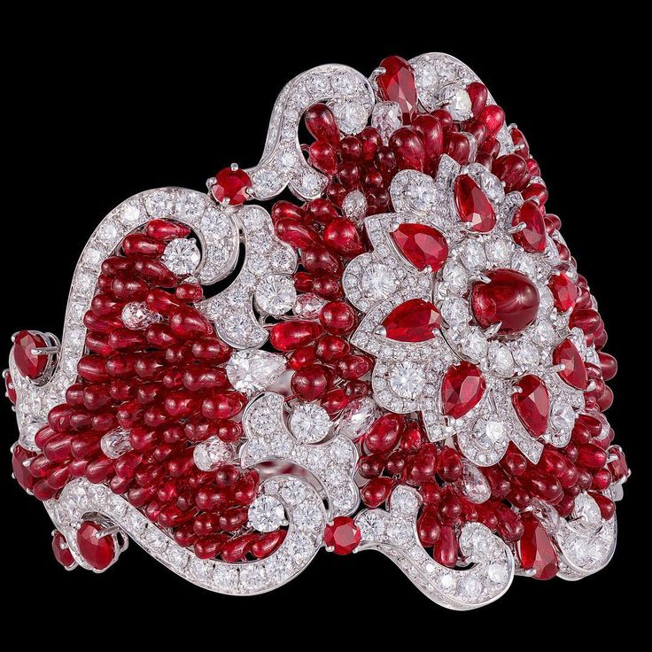 Spectacular diamonds...The best jewels...A dash of Miami Beach...And a love of our beautiful world!❤️❤ TheDiamondsGirl3@gmail.com