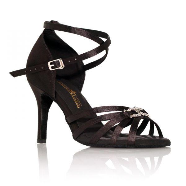 """Discrète et très raffinée, la chaussures de danse ON 2 Noir de Label Latin achèvera votre tenue de danseuse sur une touche élégante et très féminine. Modèle """"On 2"""" noir de Label Latin 65€ www.label-latin.com"""