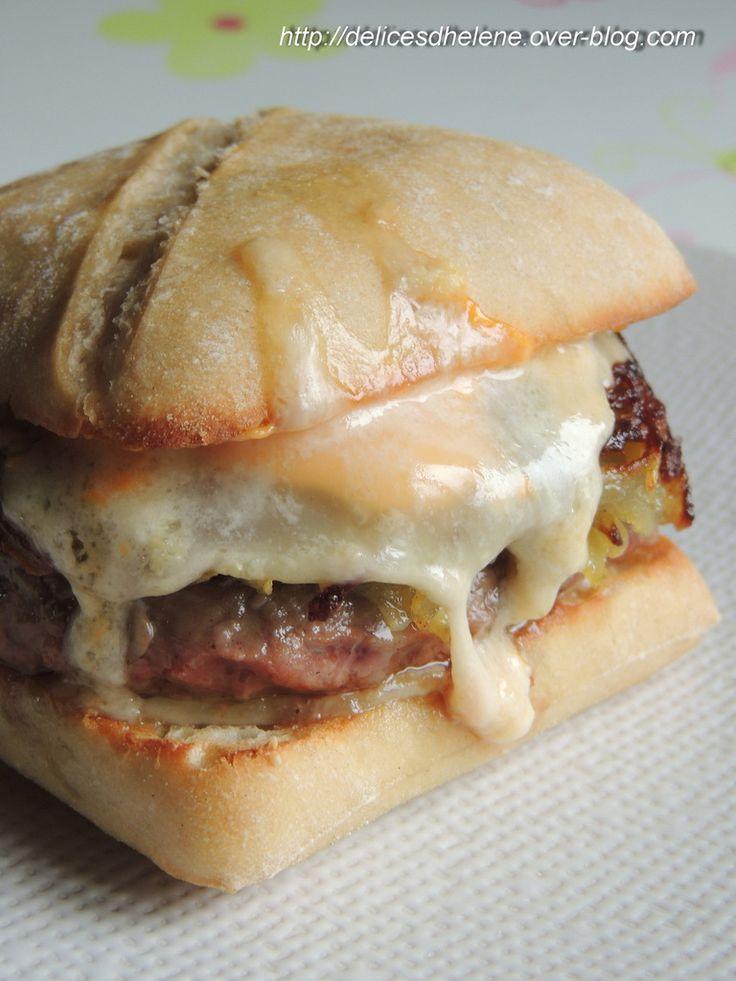 """Celui-ci, il va falloir que je le teste d'urgence ! """"Burger alsacien"""" par Les délices d'Hélène"""