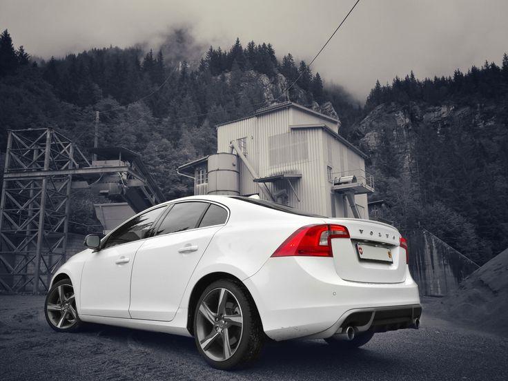 Volvo S60 R-Design (white)