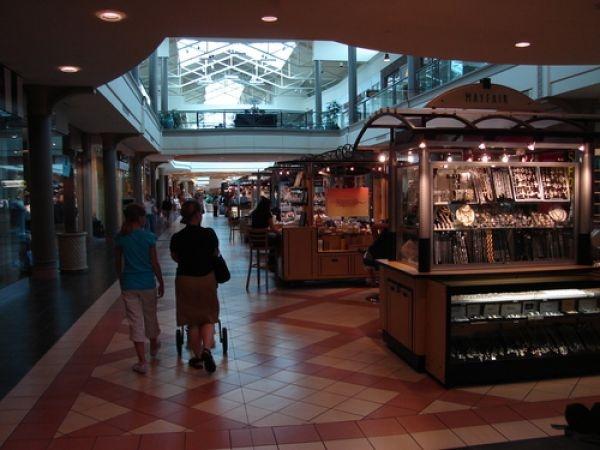 Mayfair Mall Restaurants Wauwatosa Near Amc Milwaukee Welcome To Urbanspoon