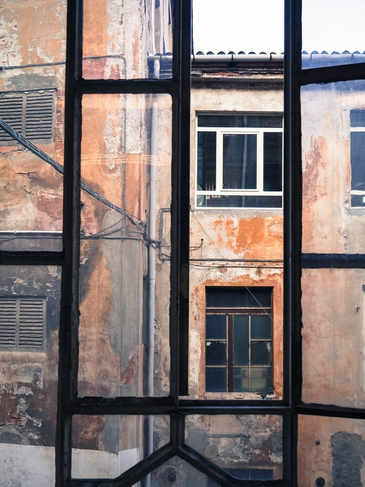 #biella #italy #atelier #atelierparticulier #savoirfaire #artisan #faitmain #vitre #echarpe