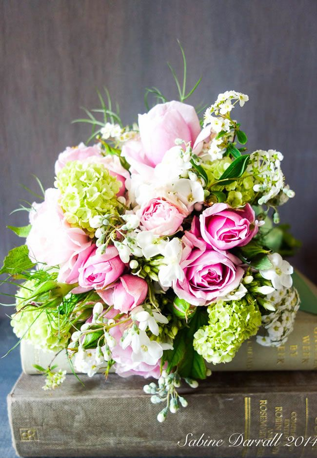 7 of the hottest wedding flower trends for 2015 © Sabine Darrall